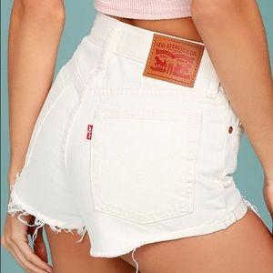 levis 501 cutoff denim shorts in white